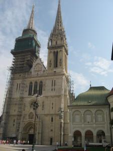 Zagrebačka_katedrala_izbliza