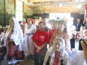 Raspjevani-zumbercani-slave-Gospoda-na-liturgiji-u-Koreticima-300x225